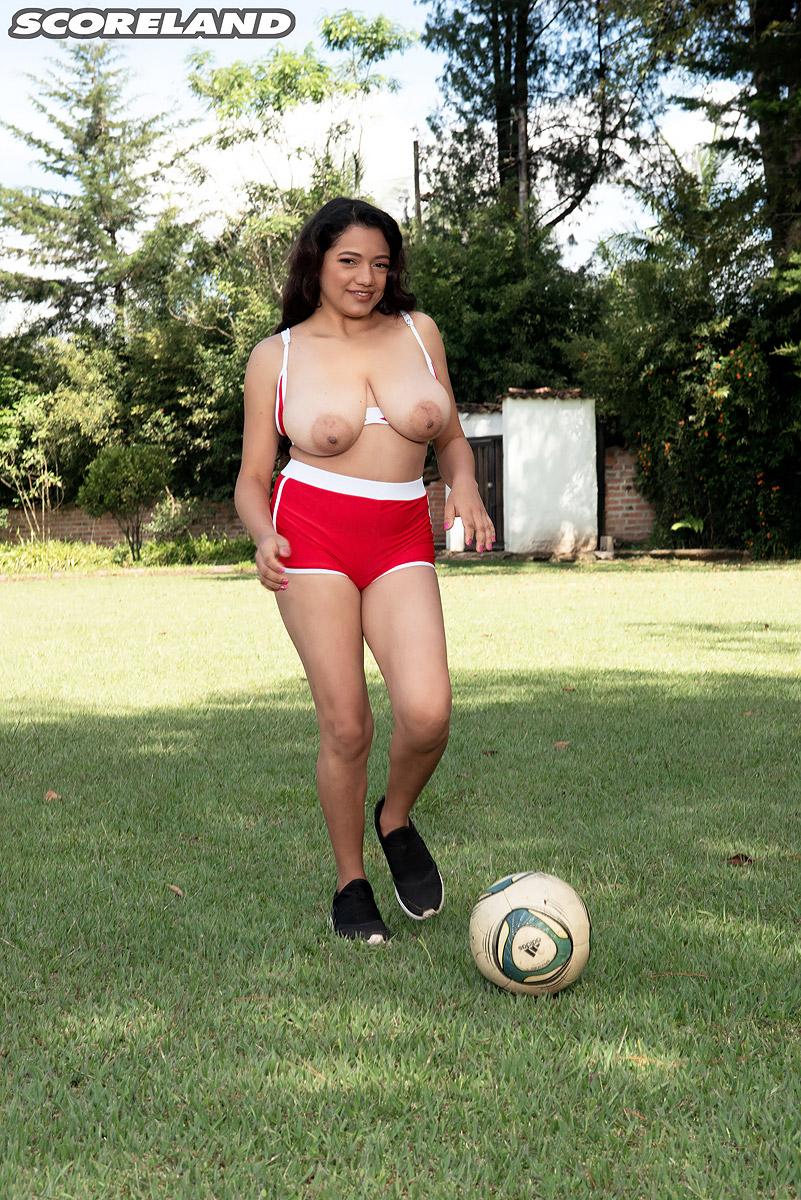 Busty Siri Green Shirt And Beer Porn sports : scoreland blog